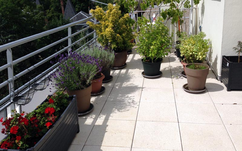 TERRASSE ACCESSIBLE EN DALLES SUR PLOTS